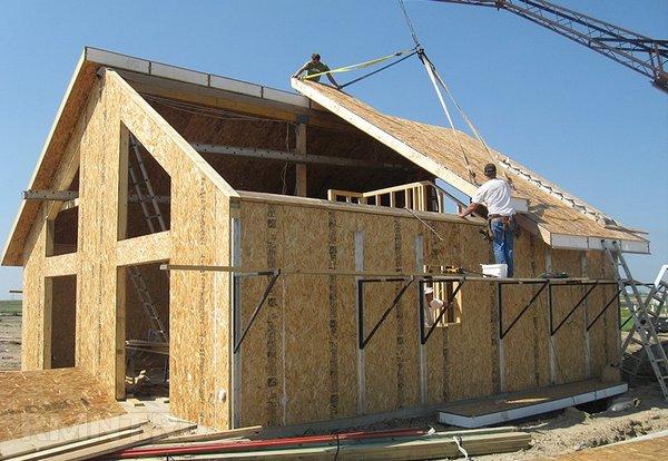 Используя СИП-панели, можно возвести дом всего за пару недель