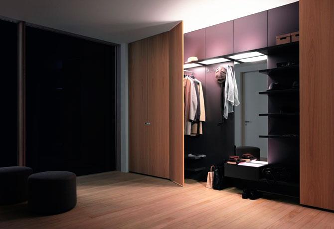 Шкаф в стене