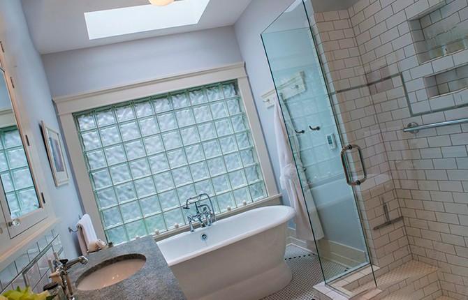 Окно в ванной из стеклоблоков