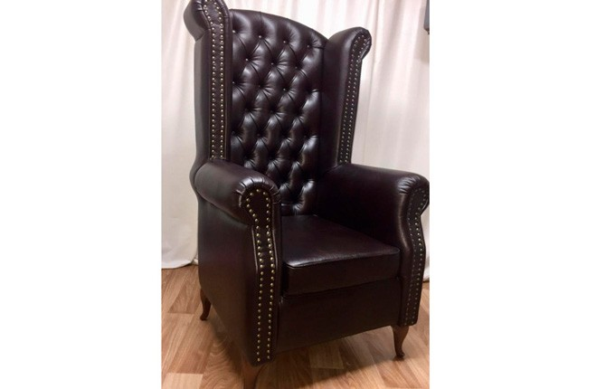 Классическое английское каминное кресло