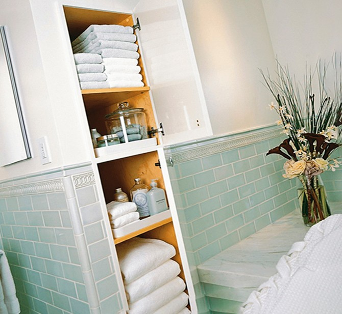 Встроенный шкаф в ванной комнате